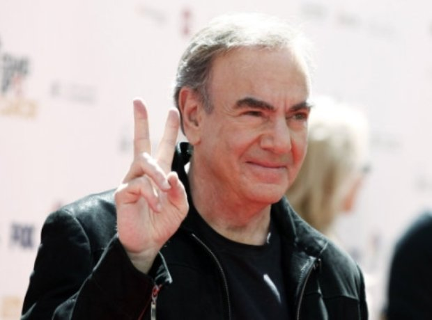 Neil Diamond arrives at the Stand Up To Cancer